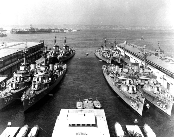DESRON_17_at_San_Diego_in_1955