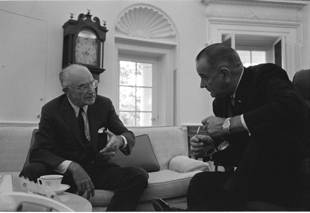 Wayne_Morse_and_LBJ_Oval_Office_1965