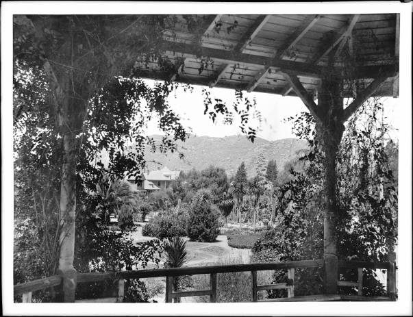 Photo from Land of Sunshine, showing a home  in Riverside to illustrate the Southwestern ideal