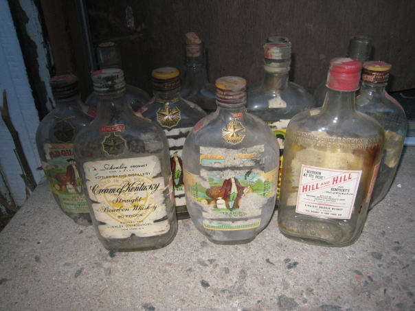 1940s_bourbon_whiskey_bottles