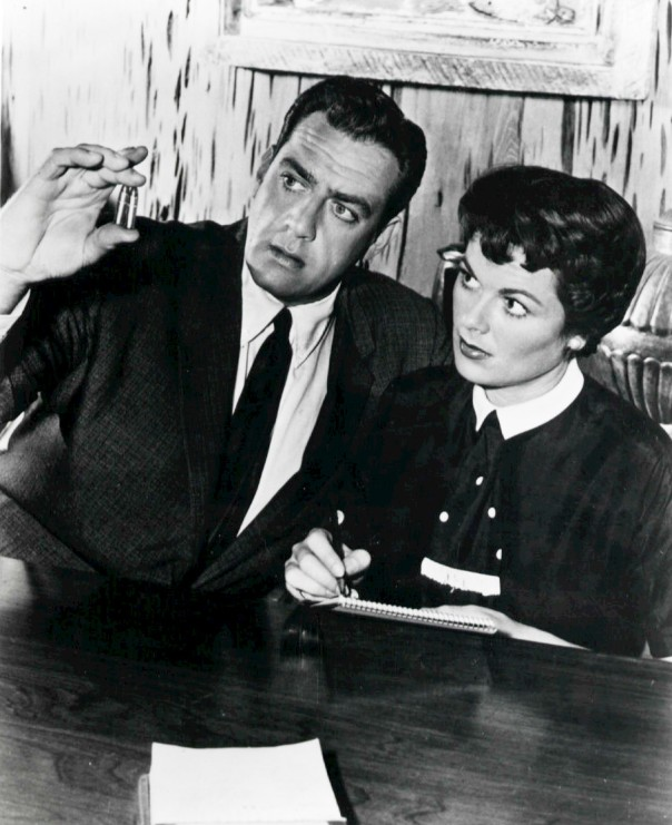 Raymond Burr as Perry Mason and Barbara Hale as Della Street