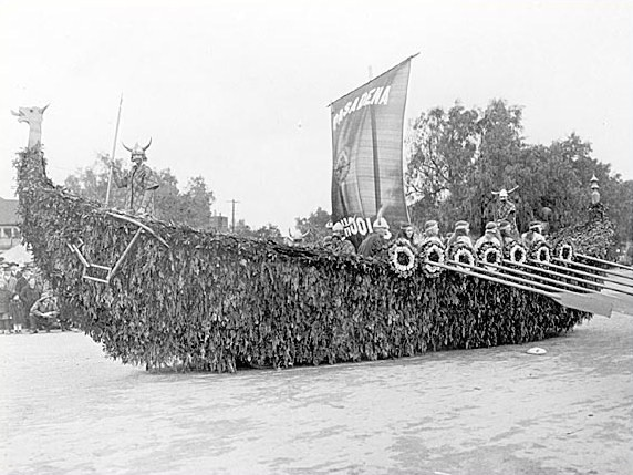Rose Parade float, 1922